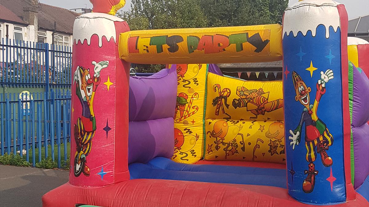 inflatable bouncy castle hire london